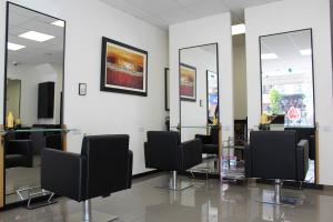 Unique Hair & Beauty Salon 10