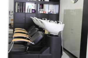 Unique Hair & Beauty Salon 11